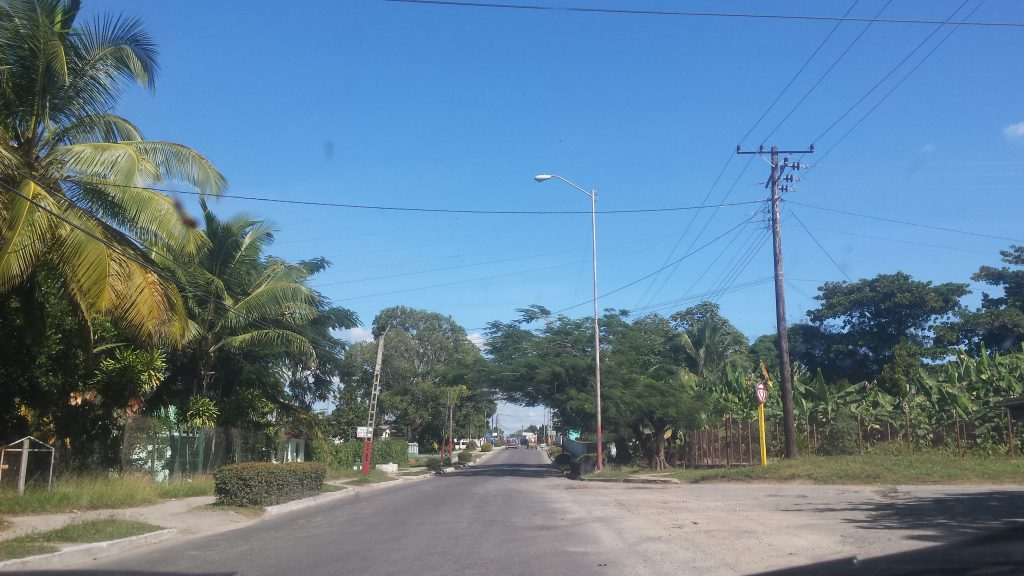 Img post Alquilar coche en Cuba Carretera secundaria - Pasaporte y Millas