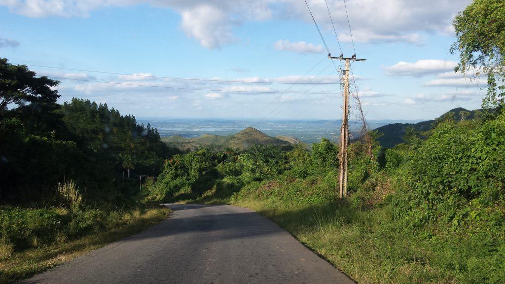 Img post Alquilar coche en Cuba Carretera Camino al Nicho - Pasaporte y Millas