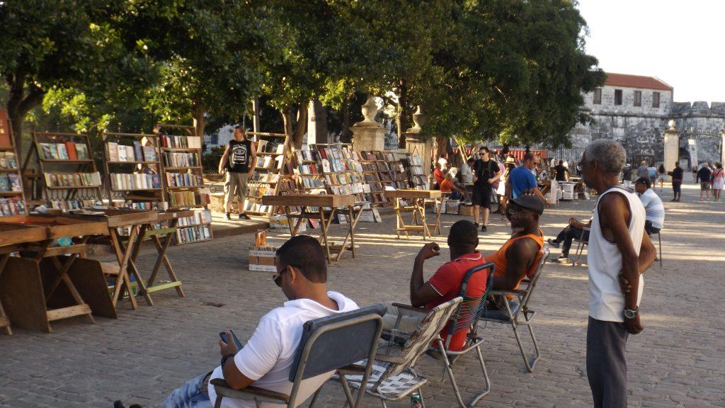 Img post La Habana en 3 días. Plaza de Armas - Pasaporte y Millas