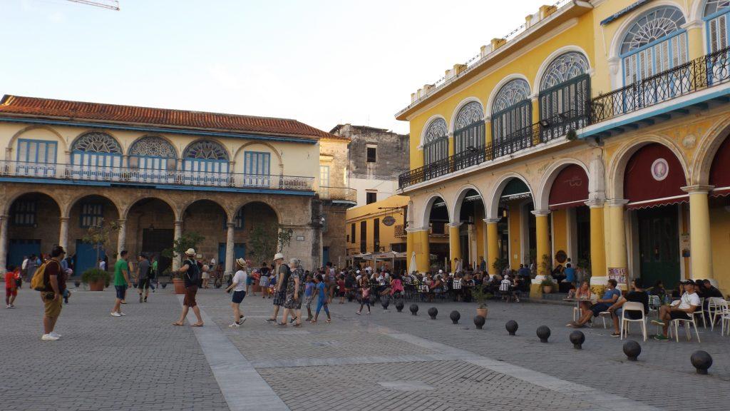 Img post La Habana en 3 días. Plaza Vieja - Pasaporte y Millas