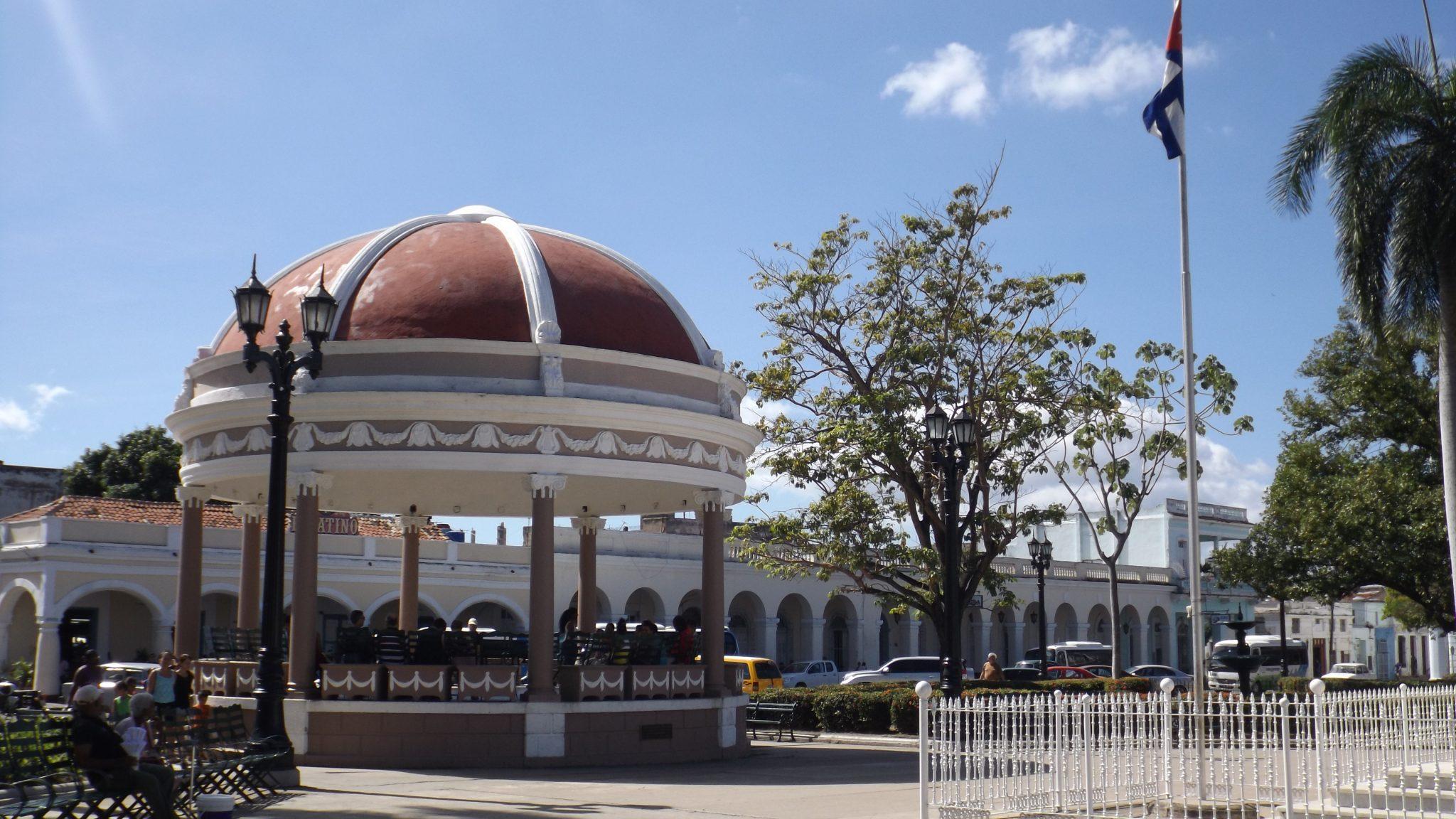 Img post Plaza José Martí. Qué ver en Cienfuegos - Pasaporte y Millas