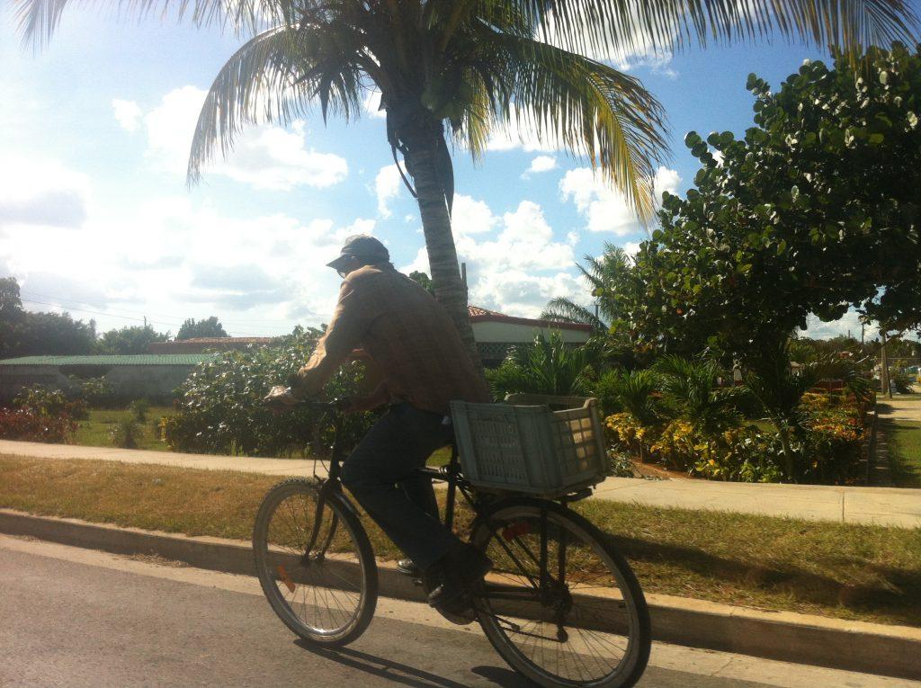 Img post Bici por la carretera Cuba - Pasaporte y Millas