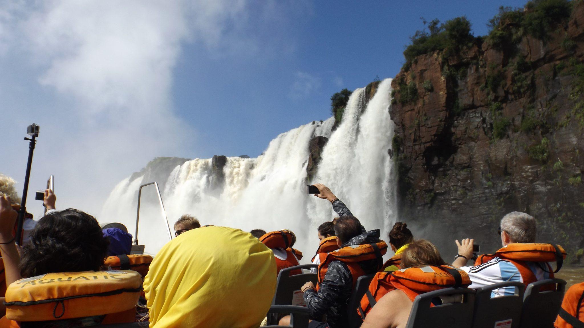 Img post Paseo en lancha Rio Iguazú lado argentino. Pasaporte y Millas