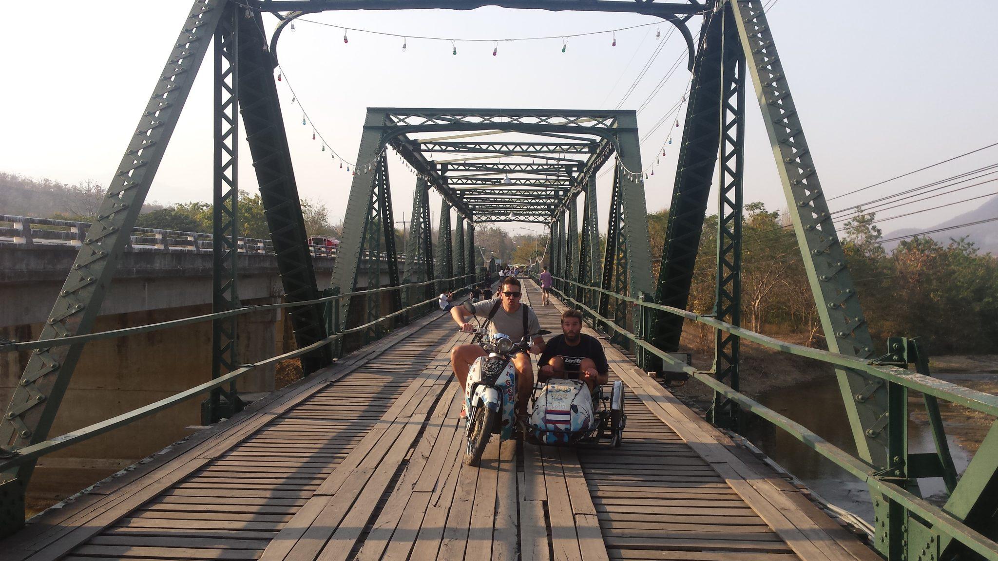 Img post Antes de viajar a Tailandia. Alquiler moto broma-Pasaporte y Millas
