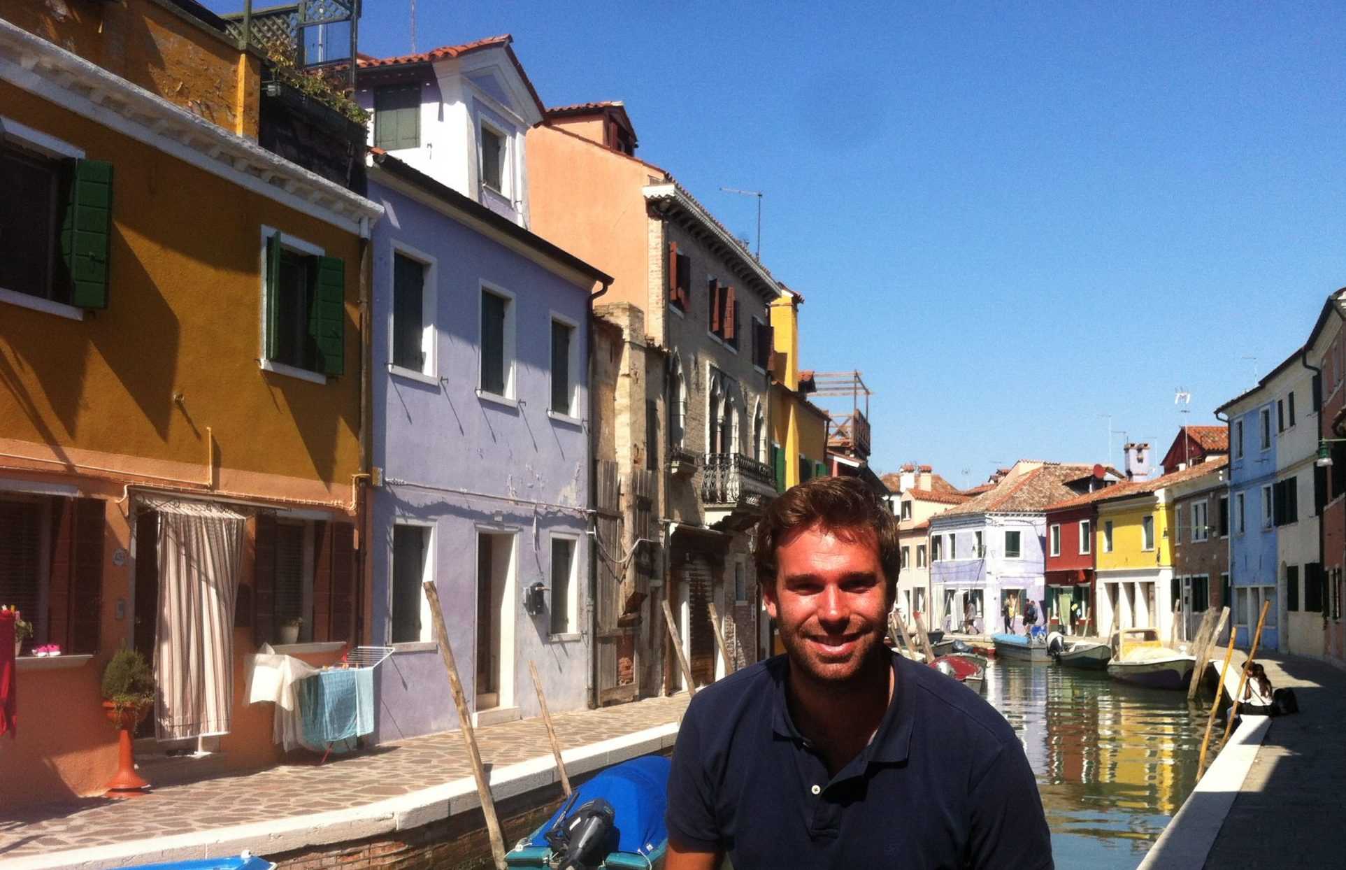 Img post Burano desde Venecia. Canal - Pasaporte y Millas