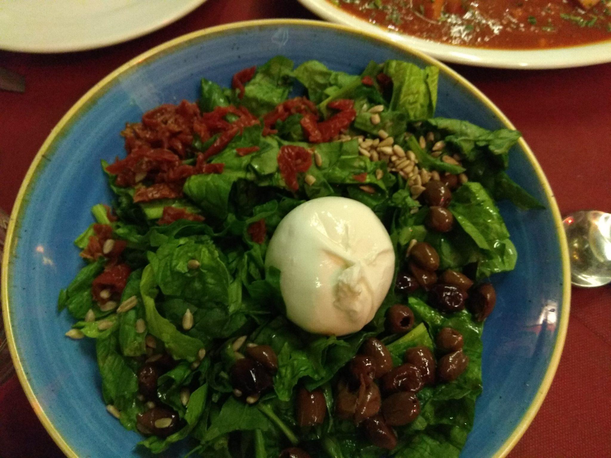 Img post Ensalada con mozzarella. Comer en Catania - Pasaporte y Millas