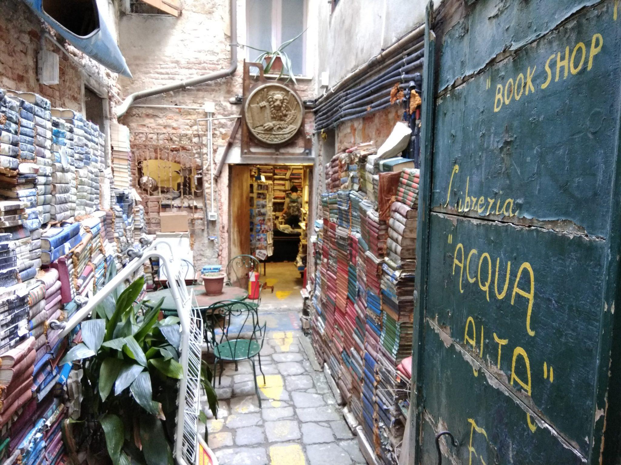Img post Librería Acqua Alta Venecia. Venecia, Bolonia y Verona-Pasaporte y Millas