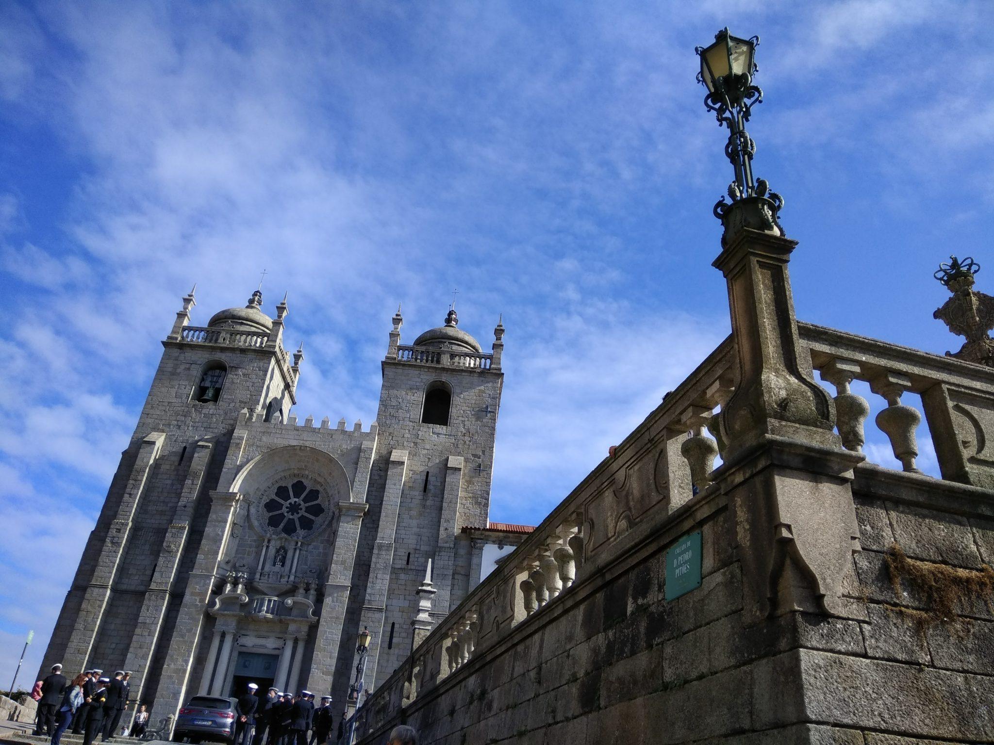 Imagen post 2 días en Oporto. Catedral de Oporto - Pasaporte y Millas