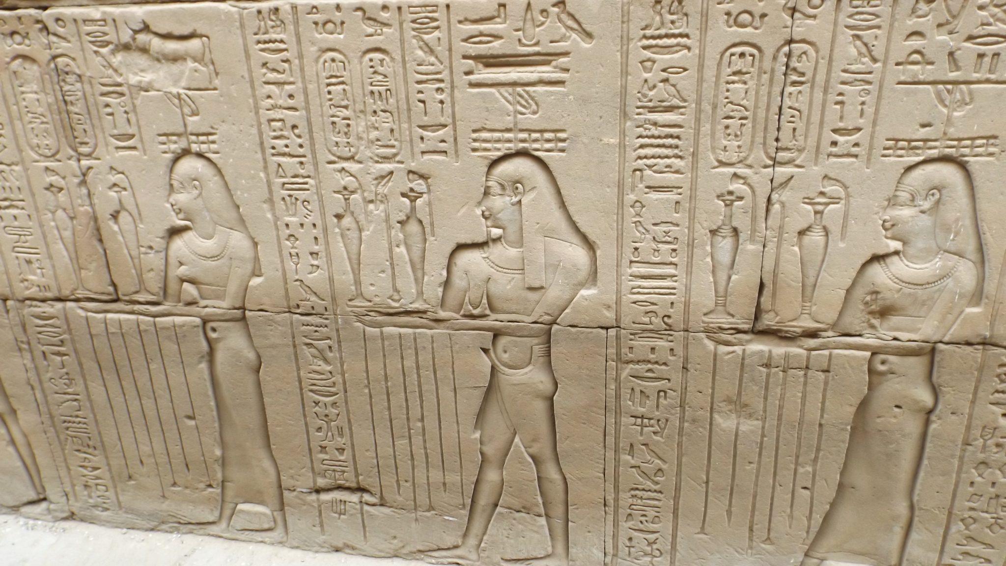 Post Egipto es seguro. Jeroglífico- Pasaporte y Millas