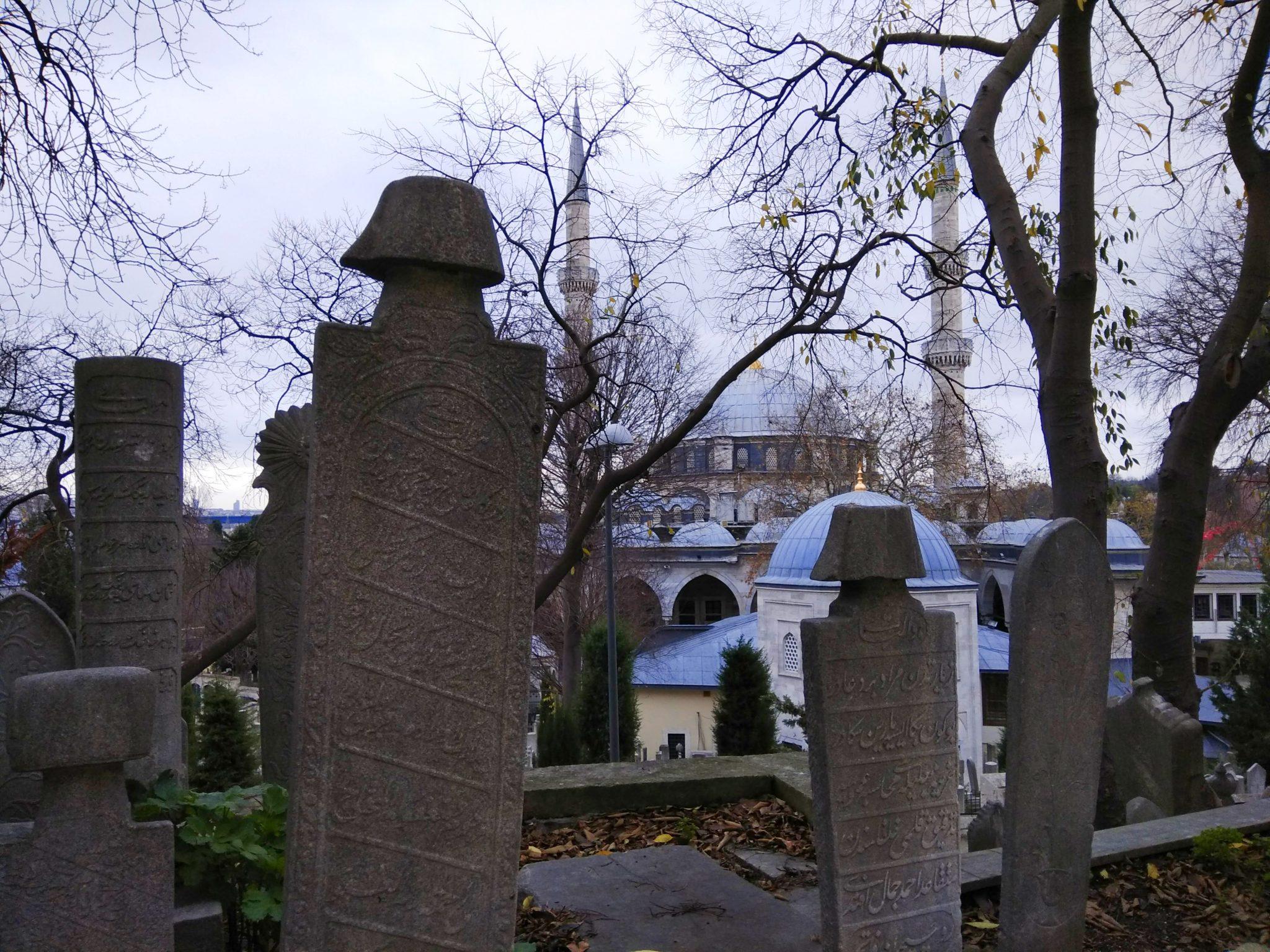 Imagen post Cuatro días en Estambul. Cementerio de Eyup - Pasaporte y Millas